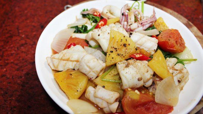 Mực xào chua ngọt - trong top 5 quán cơm niêu ngon Phan Thiết